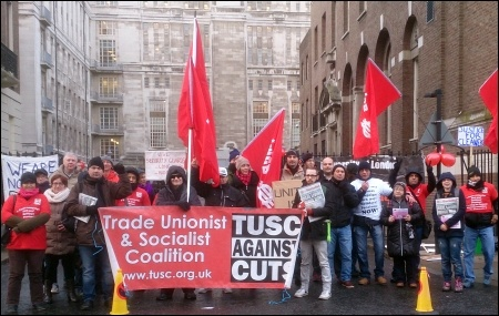 TUSC supporters join striking cleaners, photo TUSC